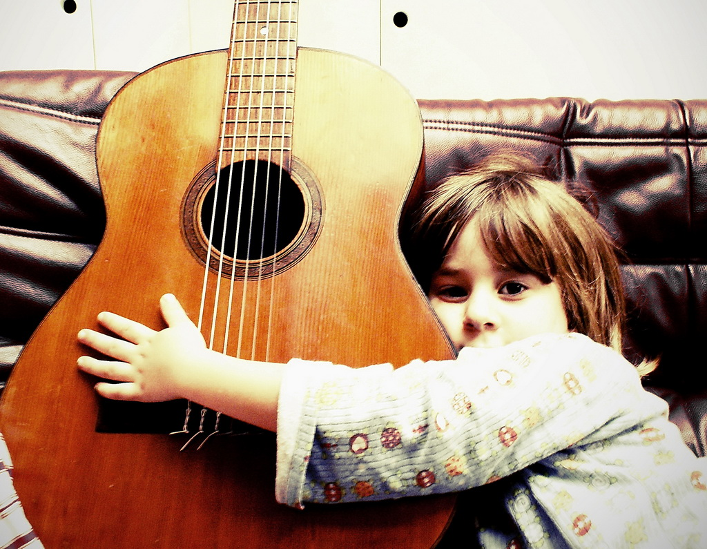 eleonora guitar.jpg  19 84 e286e10c38c